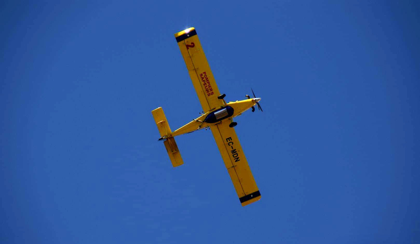 LAVÉRUNE : Les Air Tractor mobilisés pour maîtriser l'incendie.